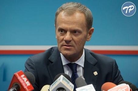 Premier Tusk na rozpoczęciu roku szkolnego w Ostrowcu Świętokrzyskim.