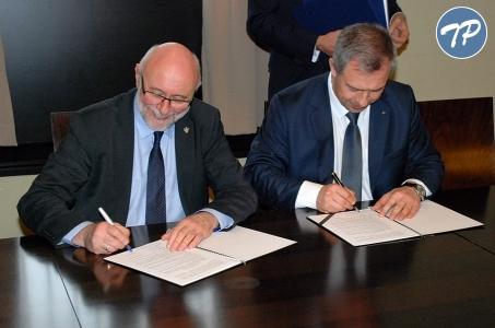 Politechnika Warszawska i Centrum Techniki Morskiej podpisały porozumienie o współpracy.