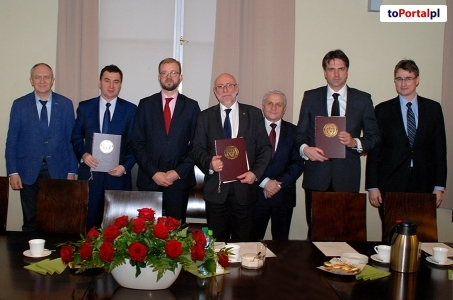 Podpisano umowę między między Politechniką Warszawską, CEZAMAT PW Sp. z o.o. i Creotech Instruments S.A.